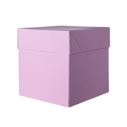 Quando aperta, la scatola rivela il suo contenuto in un unico, veloce gesto.