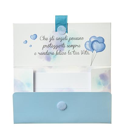 Biglietto Pochette Battesimo Orsetto Azzurro, colore azzurro, tradizionalmente maschietto, è perfetto per celebrare il battesimo di un bambino Dimensione: 16,5 x 10 x 9 cm