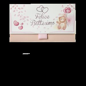 Biglietto Pochette Battesimo Orsetto Rosa ha dimensioni 16 x 10 x 9 cm ed è pratico e tascabile. Nella parte interna superiore è presente un messaggio d'auguri, oltre allo spazio per un messaggio personalizzato da aggiungere a mano.